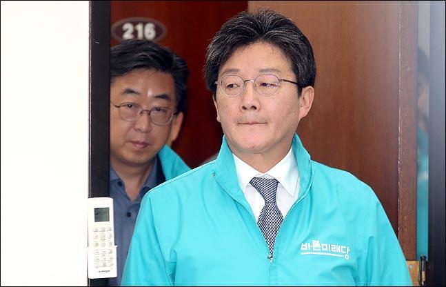 유승민 바른미래당 공동대표가 25일 오전 국회에서 열린 최고위원회의에 참석하고 있다. ⓒ데일리안 박항구 기자