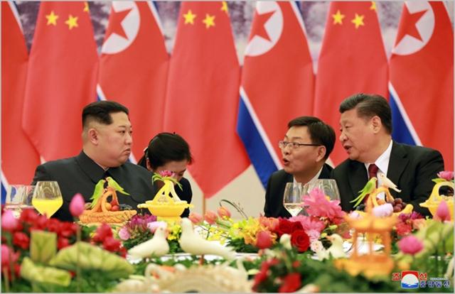 김정은 북한 국무위원장 지난 3월 중국을 방문해 시진핑 중국 국가주석과 회담하고 있다. ⓒ조선중앙통신