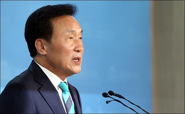 손학규 바른미래당 중앙선대위원장이 25일 오전 국회 정론관에서 송파을 불출마를 선언하고 있다.(자료사진) ⓒ데일리안 박항구 기자