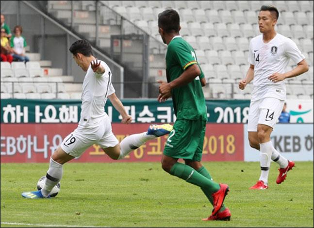 7일 오스트리아 인스부르크 티볼리스타디움에서 열린 볼리비아와의 평가전서 손흥민이 슛을 시도하고 있다. ⓒ 연합뉴스