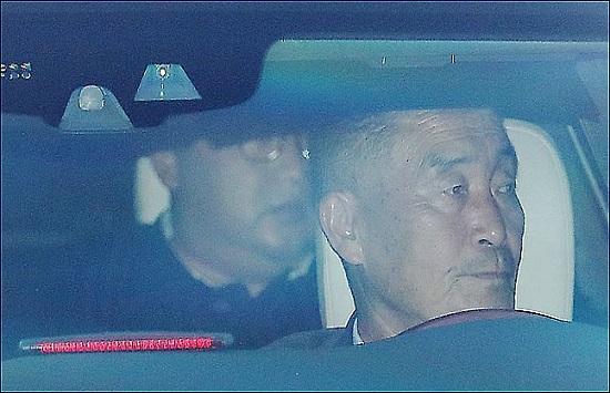 북미 정상회담을 이틀 앞둔 10일 김정은 북한 국무위원장이 리셴룽 싱가포르 총리와의 회담을 마치고 이스타나궁에서 나오고 있다.ⓒ연합뉴스