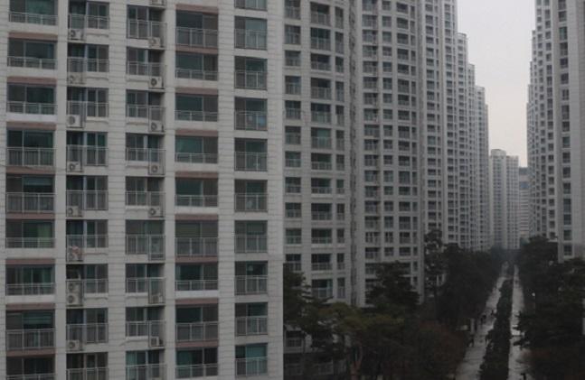 경기도 지역 미분양 주택이 늘어나고 있는 가운데 과잉공급은 계속되고 있어 이에 대한 우려가 확산되고 있다. 사진은 한 아파트 단지 전경. ⓒ연합뉴스
