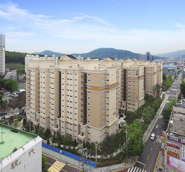 서울은 물론 수도권 아파트 리모델링 사업에 대한 업계의 관심이 쏠리고 있다. 사진은 쌍용건설이 리모델링한 도곡 예가 클래식 아파트 전경. ⓒ쌍용건설
