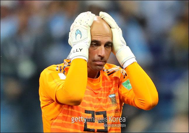 경기 도중 치명적인 실수를 범한 아르헨티나 골키퍼 윌리 카바예로. ⓒ 게티이미지