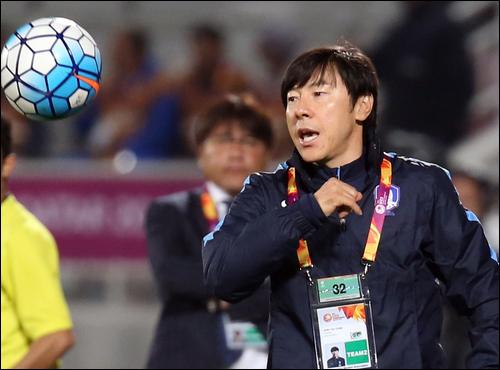 일본의 패배는 2년 전 신태용 감독이 지휘봉을 잡았던 한국 U-23 대표팀의 패배와 흡사하다. ⓒ 연합뉴스