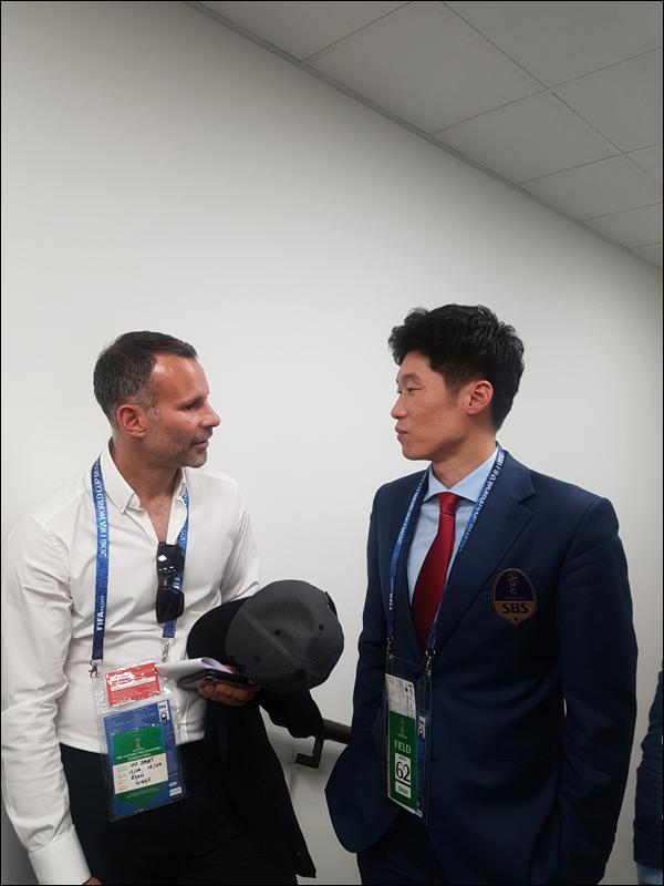 맨유 동료였던 웨일즈 라이언 긱스 감독이 박지성에게 경기 전망을 물었다. ⓒ SBS