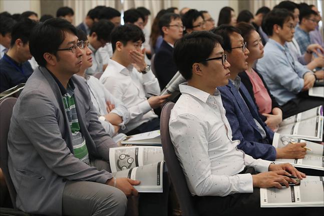 12일 한국프레스센터에서 근로문화 혁신을 통한 근로시간 단축 사례발표회가 열리고 있다. ⓒ데일리안 홍금표 기자