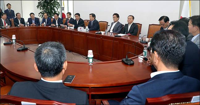 13일 국회에서 열린 자유한국당의 원내대책회의 모습 ⓒ데일리안 박항구 기자