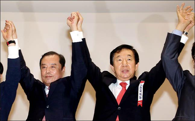 김병준(왼쪽) 자유한국당 비대위원장과 김성태 대표 권한대행. ⓒ데일리안 박항구 기자