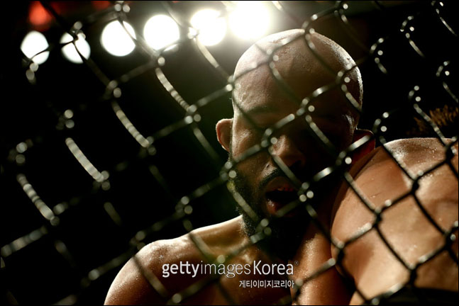 UFC 227 세후도와의 타이틀전에서 패한 드리트리우스 존슨. ⓒ 게티이미지