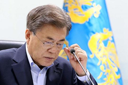 문재인 대통령의 국정운영 지지율이 최저치로 떨어졌다.(자료사진)ⓒ청와대