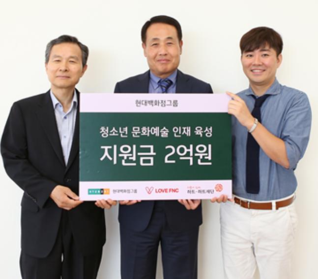 9일 오후 김형종 한섬 사장(사진 가운데)이 서울 강남구 한섬 본사에서