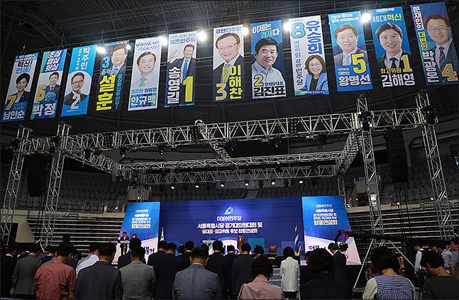더불어민주당 8·25 전당대회 출마자들의 펼침막이 18일 오후 서울 합동연설회가 열린 장충체육관에 걸려 있다. ⓒ데일리안 류영주 기자