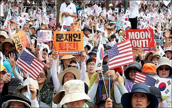 광복절인 지난 15일 오후 서울 광화문 광장에서 열린