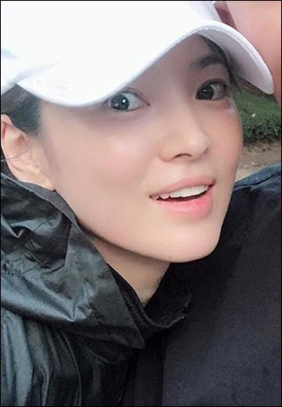 배우 송혜교의 근황이 공개됐다.SNS 캡처