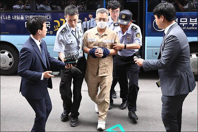 이미 구속돼 있던 드루킹(본명 김동원·49)이 특검의 소환 명령에 따라 서울 서초동 특검사무실로 소환되고 있다(자료사진). ⓒ데일리안