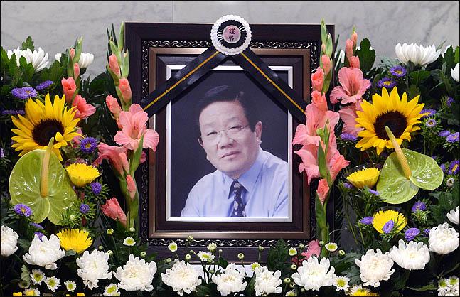 지난 24일 지병으로 별세한 원로가수 故 최희준의 빈소가 서울  강남 성모병원에 마련됐다. 장례는 가수협회장으로 치러진다. 발인은 26일 오전 7시45분이다. ⓒ사진공동취재단