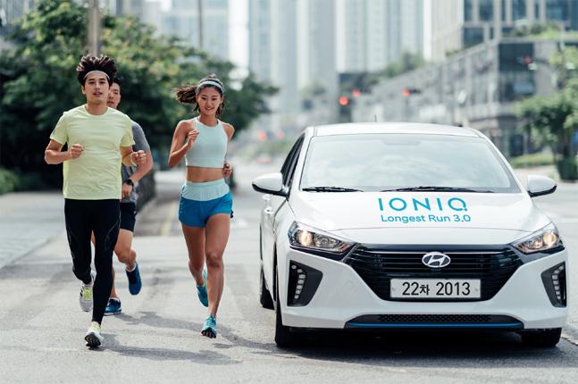 현대자동차는 참가자가 달리면서 환경을 위한 사회공헌을 할 수 있는 온·오프라인 연계 러닝(Running) 캠페인