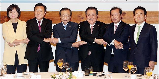 주요 정당 대표들이 5일 국회경내 한옥