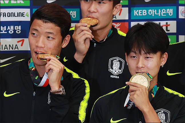 아시안게임 금메달에 기여한 황희찬(왼쪽)과 이승우. ⓒ 데일리안 류영주 기자