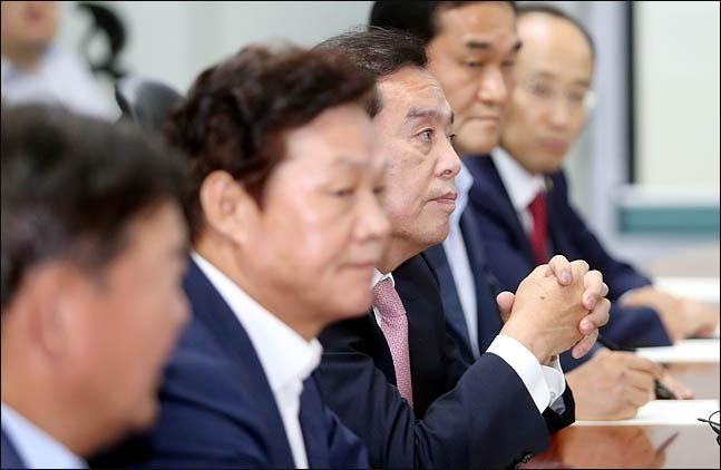 김병준 자유한국당 비상대책위원장이 지난 6일 의원회관에서 열린 당내 의원모임