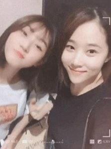 배우 김새론 엄마의 동안 외모가 주목을 받고 있다. ⓒ 온라인 커뮤니티