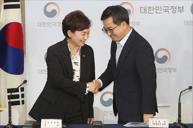 김동연 경제부총리 겸 기획재정부 장관이 13일 서울 세종대로 정부서울청사에서 열린