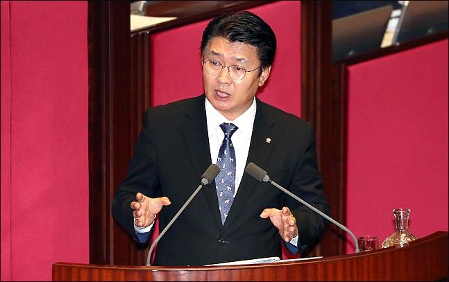 정용기 자유한국당 의원이 13일 국회 본회의장에서 대정부질문을 하고 있다. ⓒ데일리안 박항구 기자