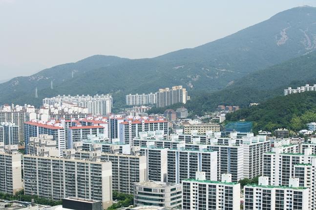 이번 9·13 대책이 지방의 부동산을 살리기는 불가능할 것으로 보인다. 사진은 부산 아파트 전경.(자료사진) ⓒ게티이미지뱅크