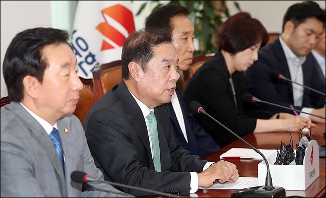 김병준 자유한국당 비상대책위원장이 17일 오전 국회에서 열린 비상대책위원회의에서 발언하고 있다. ⓒ데일리안 박항구 기자