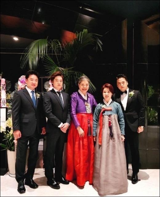 선우은숙-이영하의 장남 이상원이 배우 최선정과 결혼식을 올렸다. 박술녀 인스타그램 캡처