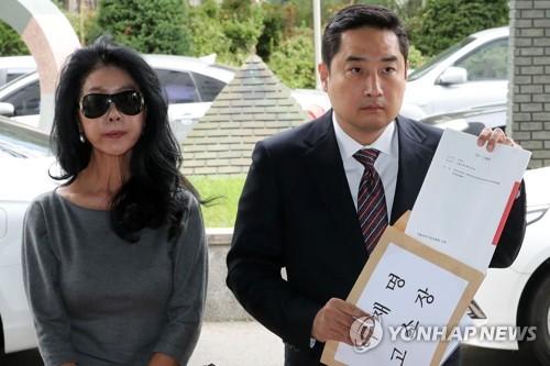김부선이 이재명 경기지사를 고소했다. ⓒ 연합뉴스