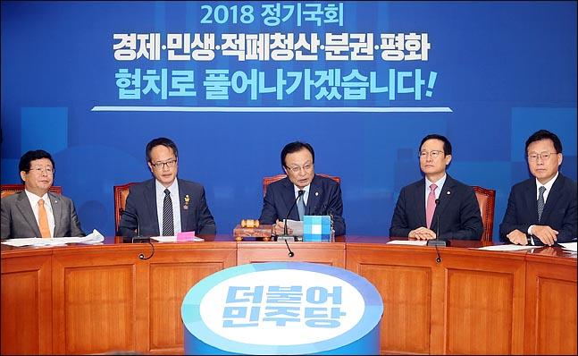 이해찬 더불어민주당 대표가 14일 오전 국회에서 열린 최고위원회의에서 이야기 하고 있다.(자료사진) ⓒ데일리안 박항구 기자