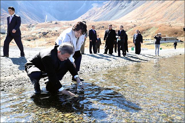 문재인 대통령이 20일 오전 김정은 북한 국무위원장의