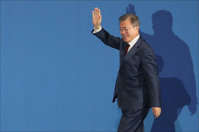 3차 남북정상회담을 마치고 돌아온 문재인 대통령이 20일 서울 중구 동대문디자인플라자(DDP)에 마련된