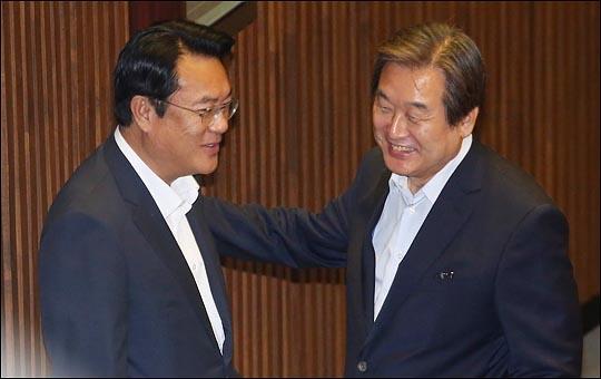 김무성 자유한국당 전 대표최고위원과 정진석 전 원내대표(자료사진). ⓒ데일리안