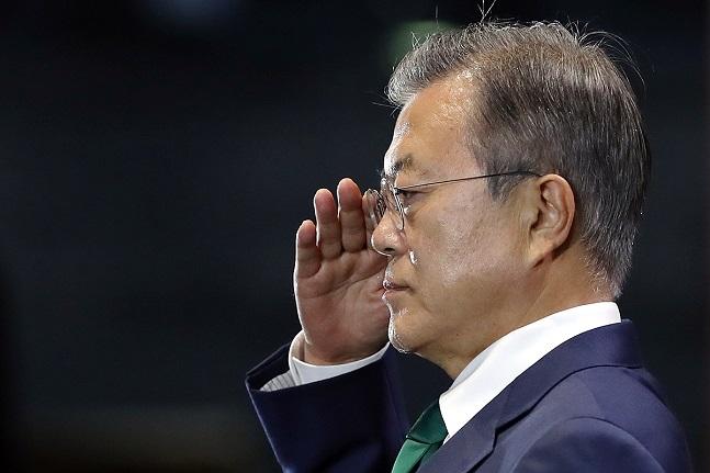 문재인 대통령은 12일 남북군사합의 이후 불거진
