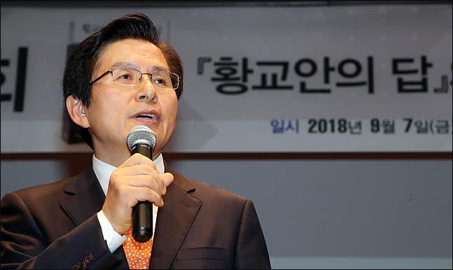 황교안 전 국무총리가 지난달 7일 서울 양재동 매헌기념관에서