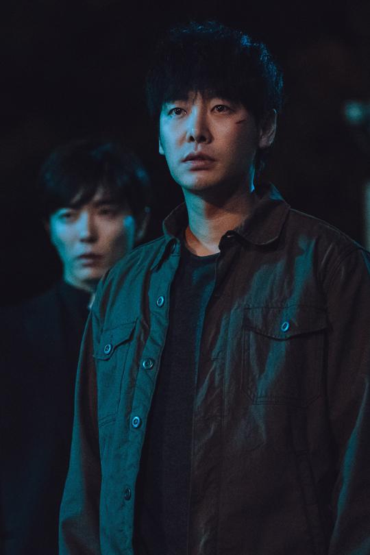 배우 김동욱은 OCN 수목극