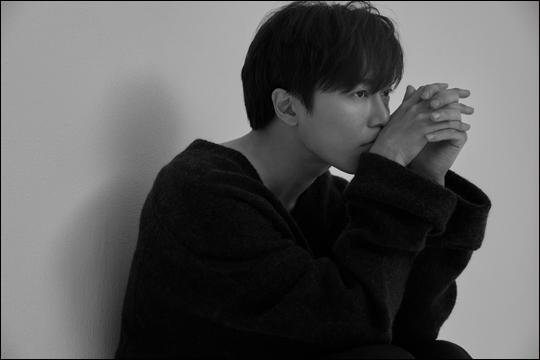 배우 김재욱은 OCN 수목극