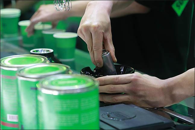 8일 오후 서울 강남구 코엑스에서 열린 '2018 카페쇼'에 전문가가 차를 만들고 있다. ⓒ데일리안 류영주 기자