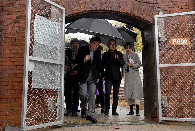 이낙연 국무총리가 8일 서울 용산 미군기지에서 버스투어를 하고 있다. ⓒ총리실 제공