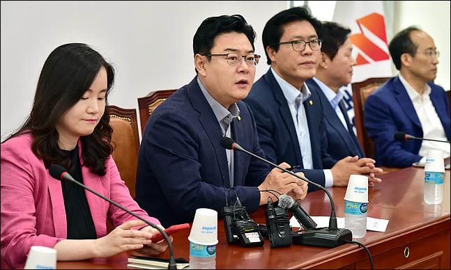 김성원 의원 등 자유한국당 초선 의원들이 간담회를 하고 있다(자료사진). ⓒ데일리안 박항구 기자