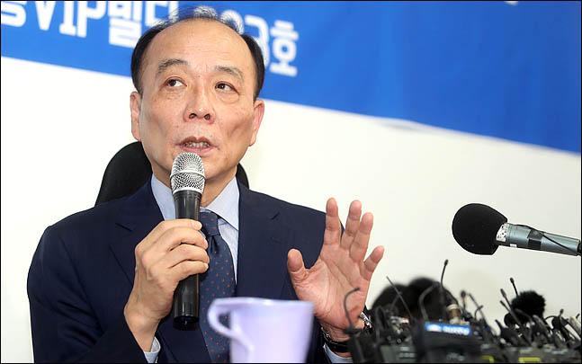 전원책 변호사가 14일 서울 여의도에서 기자회견을 갖고 있다. ⓒ데일리안 박항구 기자