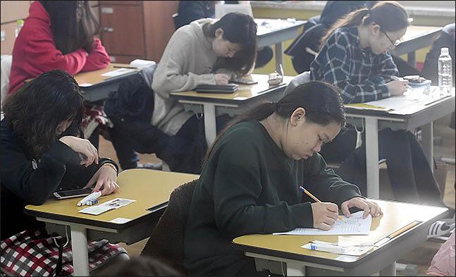 서울 시내 주요 대학들에 따르면 17~18일 동안 논술 전형 시험이 곳곳에서 치러진다. ⓒ데일리안