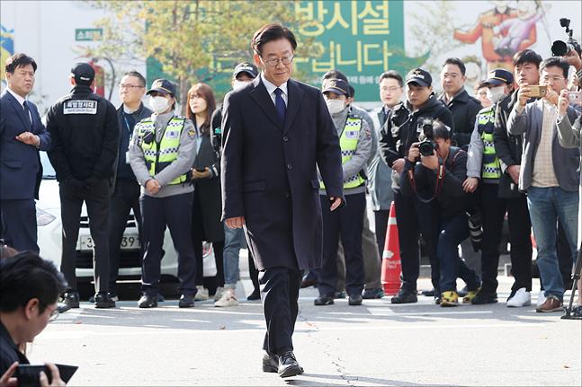 이재명 경기도지사가 10월 29일 경기도 성남 분당경찰서에서