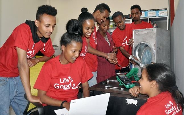 'LG-KOICA 희망직업훈련학교' 학생들이 창업지원센터를 이용하고 있다.ⓒLG전자