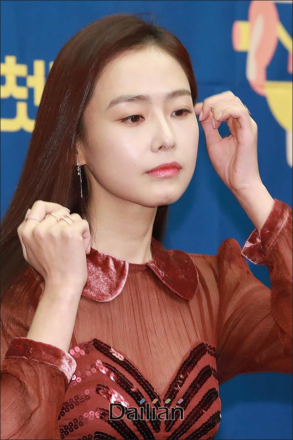 """홍수현이 마이크로닷 관련 질문에 대해 """"입장이 없다""""고 즉답을 피했다. ⓒ 데일리안 류영주 기자"""
