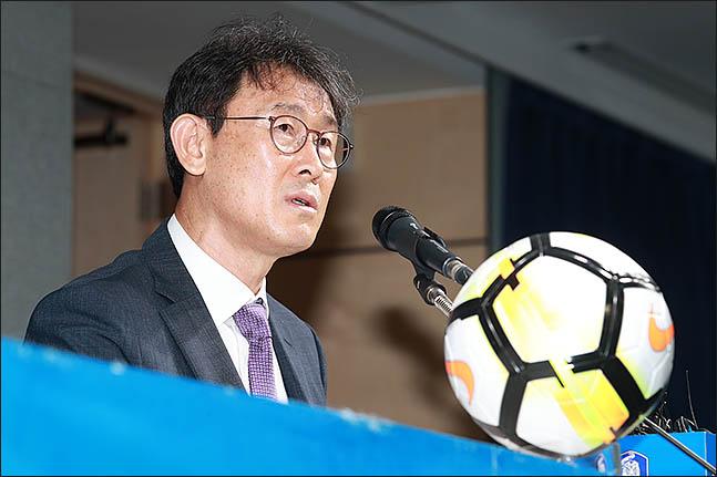 월드컵 조 추첨식을 앞두고 있는 윤덕여 감독. ⓒ 데일리안 류영주 감독.