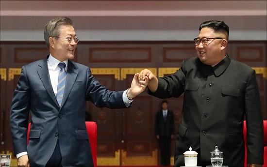 9월 19일 평양 5.1경기장에서 문재인 대통령과 김정은 북한 국무위원장이 대집단체조와